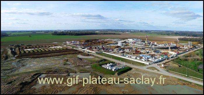 vue de haut les champs avec un énorme chantier