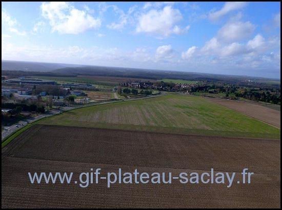vue en altitude du plateau de saclay avec le petit village de saint aubin