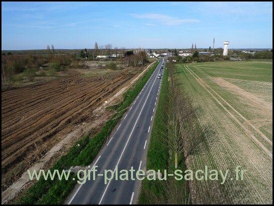 vue de haut la route 306 en direction du christ de saclay