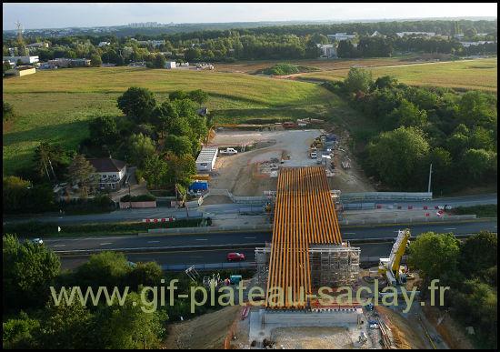 Photo aérienne du tablier du nouveau sur la 118 avec les ulis dans le paysage